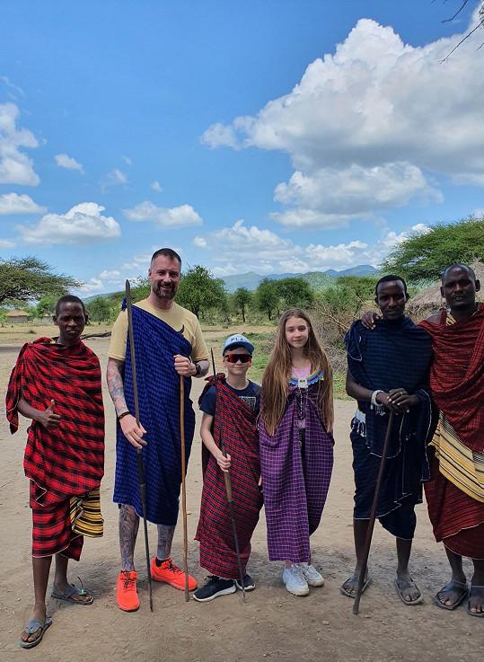 Předtím byl s dětmi na dovolené v Africe.