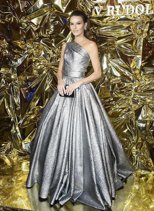 Jako princezna večernice působila Nikol Švantnerová v róbě Poner
