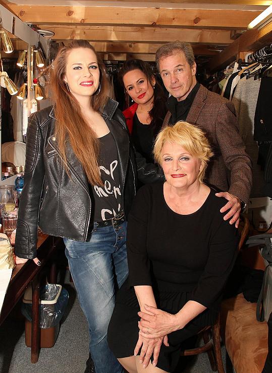 Petra Nesvačilová, Jitka Čvančarová, Milan Hein a Regina Rázlová jsou hvězdami hry Mezi úterým a pátkem.