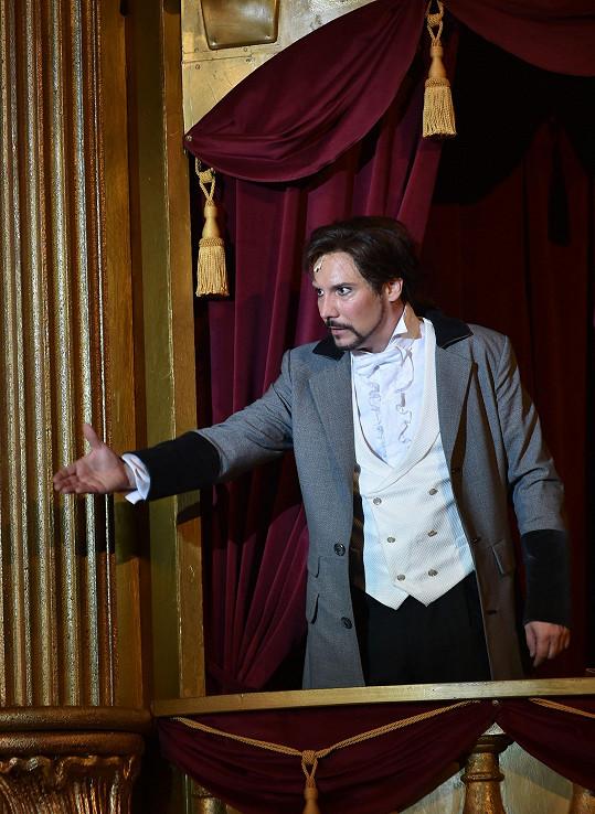 Jako Raoul ve Fantomovi opery