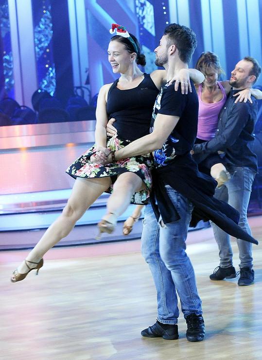 Tanec jí skvěle šel.