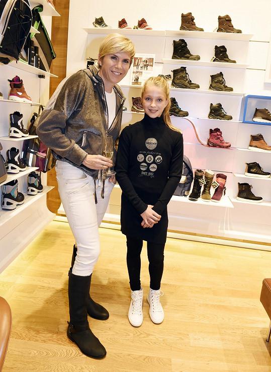 Katka a Lucka Neumannovy na otevření prodejny s obuví