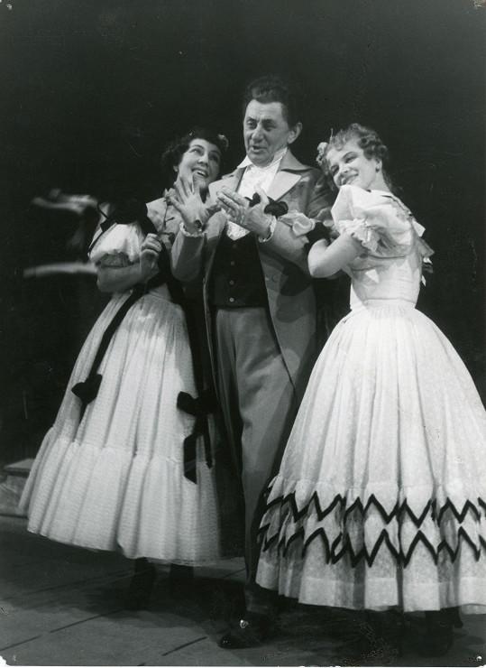 S Ljubou Hermanovou a Jaroslavou Adamovou v představení Lumpácivagabundus (1952)
