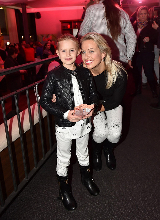 Tereza s dcerou Emilkou na párty
