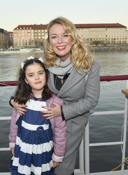 Lucie Benešová s dcerou Larou.