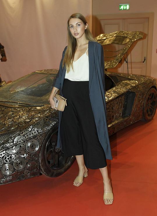 Pavlína Jágrová nosí po karanténě raději kabáty a široké kalhoty.