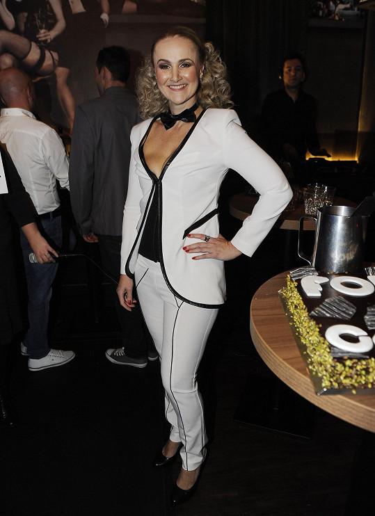 Linda se oblékla do kostýmku od Aleny Wilson.