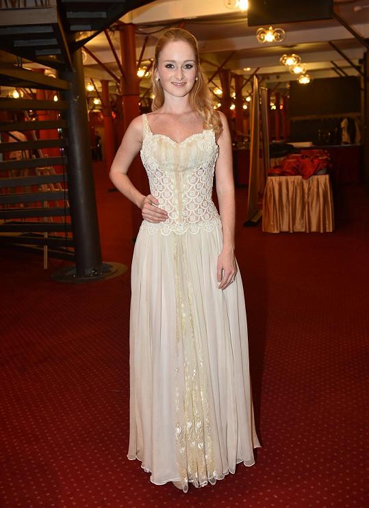 Tereza Aster Vágnerová si nechala šaty ušít od návrhářky, která spolupracovala na Fantomovi opery.