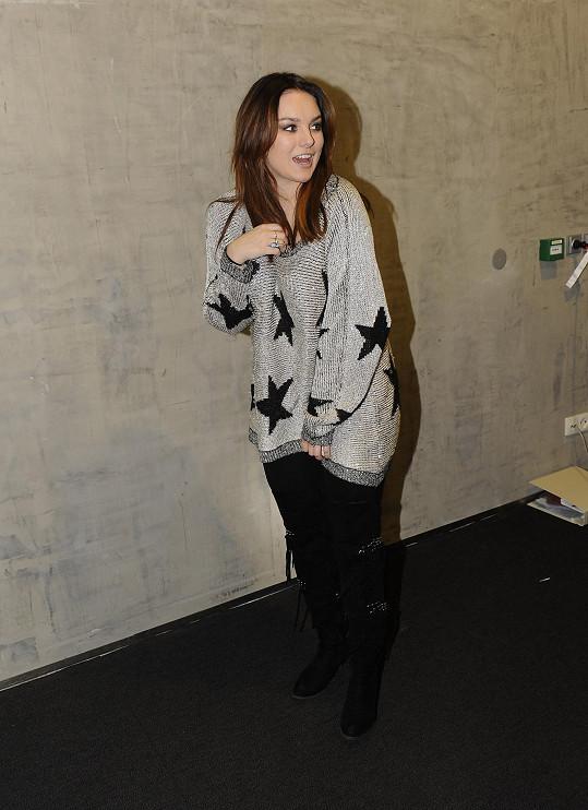 Ewa má ráda volné svetry a trika.