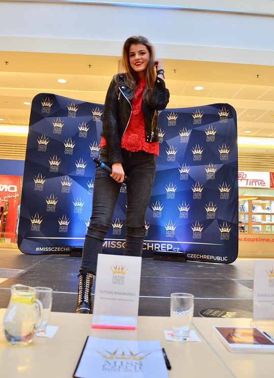 Adéla zatím na castinzích Miss Czech Republic pouze vystupuje.
