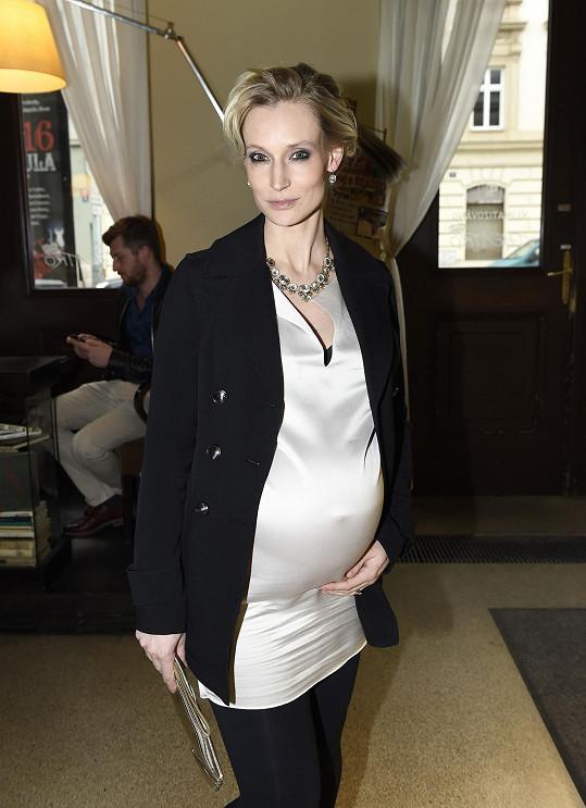 Bára v těhotenství hodně přibrala.