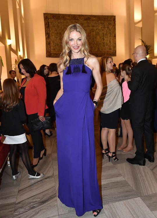Pavlína Němcová do poslední chvíle horečně řešila, co si na významný večer oblékne. Na poslední chvíli naštěstí z Itálie dorazily tyto skvostné šaty značky Gucci, a tak bylo vybráno.