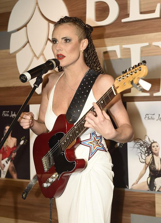 Tereza s kytarou