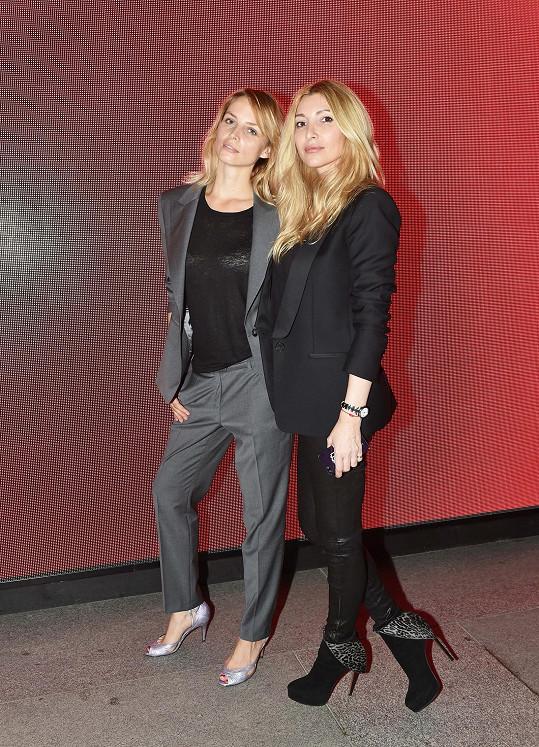 Greta s návrhářkou Ivanou Mentlovou na její módní show.
