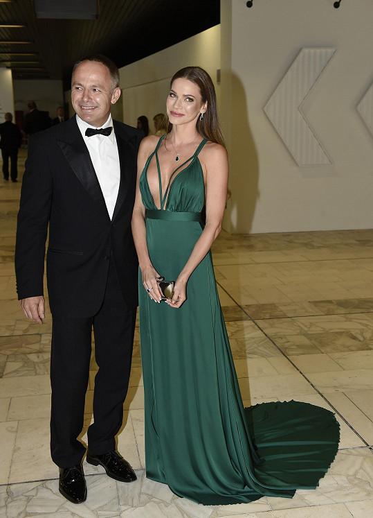 Andrea Verešová s manželem Danielem Volopichem dorazili na zahajovací ceremoniál pozdě.