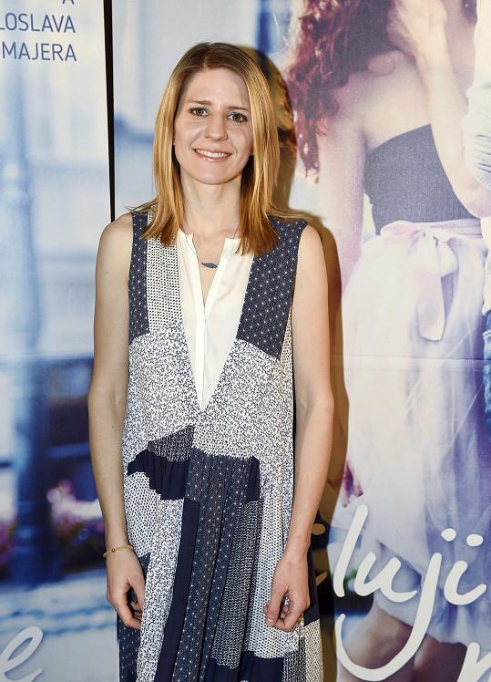 Markéta Irglová na premiéře filmu Miluji tě modře