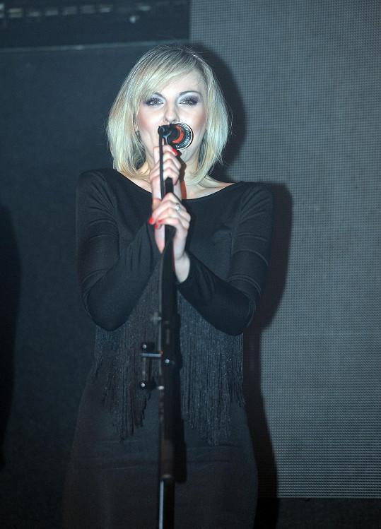 Jeho bývalá vokalistka Petra Peterová