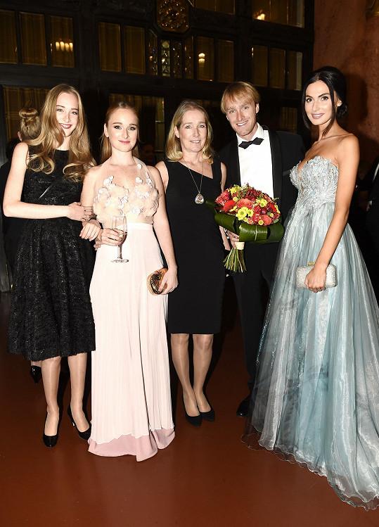 Část rodiny Vágnerových se stýká s návrhářkou již čtyřicet let.