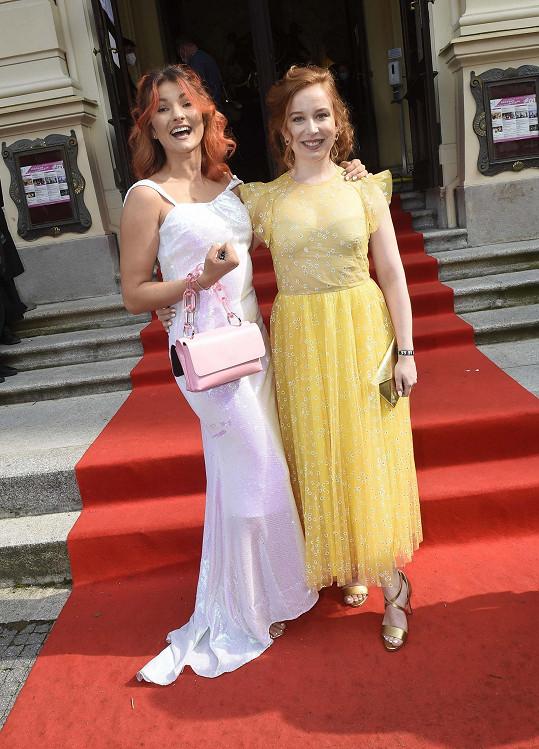 S Eliškou Soukupovou, která měla na starosti choreografii a také si ve snímku zahrála.