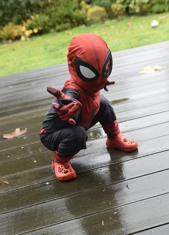 Mladší Viktor momentálně miluje Spidermana.