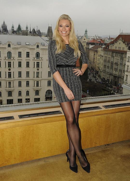Lucie Borhyová je štíhlá jako laňka.
