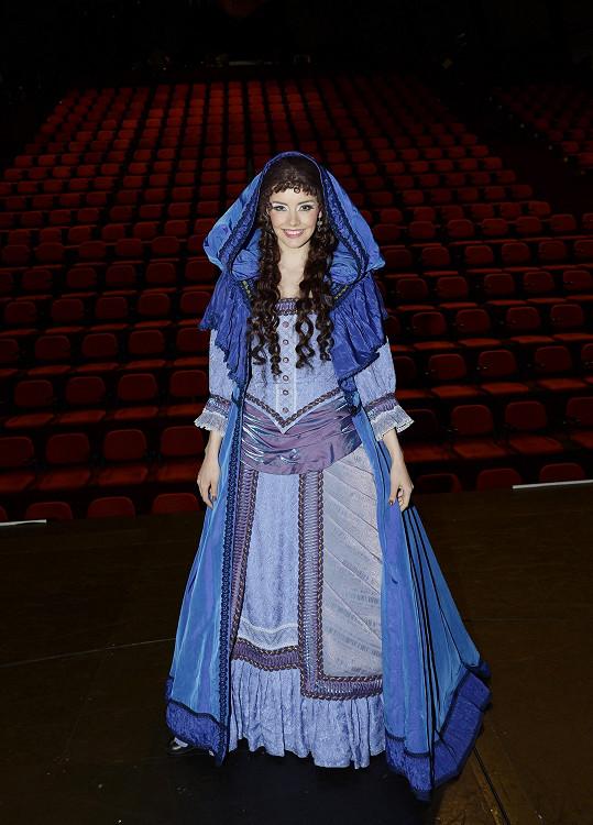 ...ale i celý kostým Christine z Fantoma opery.