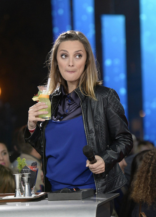 Nealkoholický nápoj si herečka s klidným svědomím dopřála.