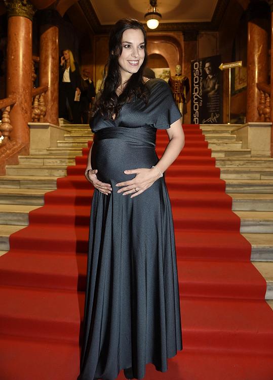 Moderátorka na Vánoce porodila své první dítě.