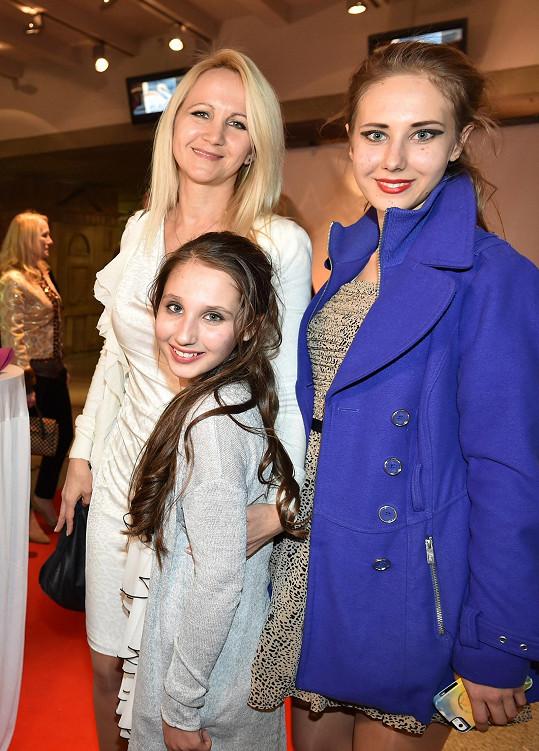 Šárka Grossová s dcerami Natálkou a Denisou