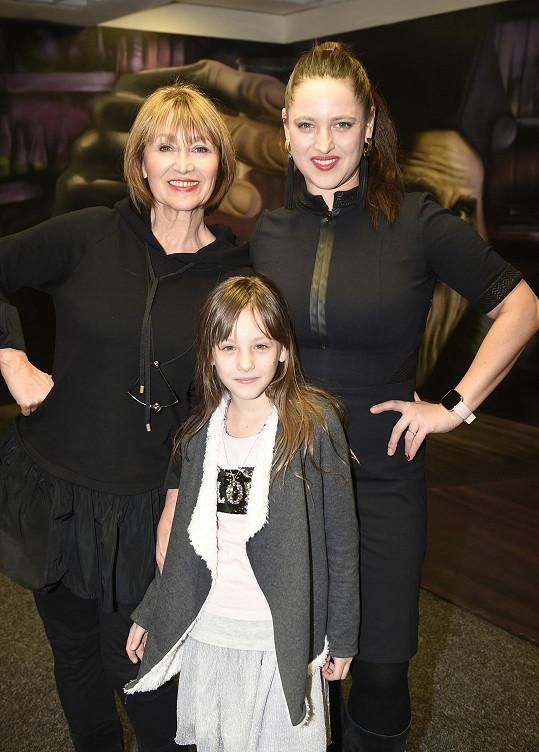 Petra Černocká si užila odpoledne s dcerou a vnučkou.