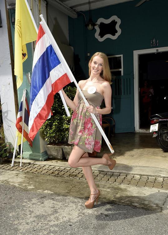 Během focení na ostrově Phuket s thajskou vlajkou