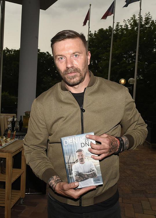 Tomáš Řepka pokřtil knihu, která pojednává o jeho cestě výkonem trestu.