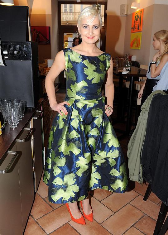 Spisovatelka oblékla na křest model z dílny své dvorní návrhářky Taťány Kovaříkové.