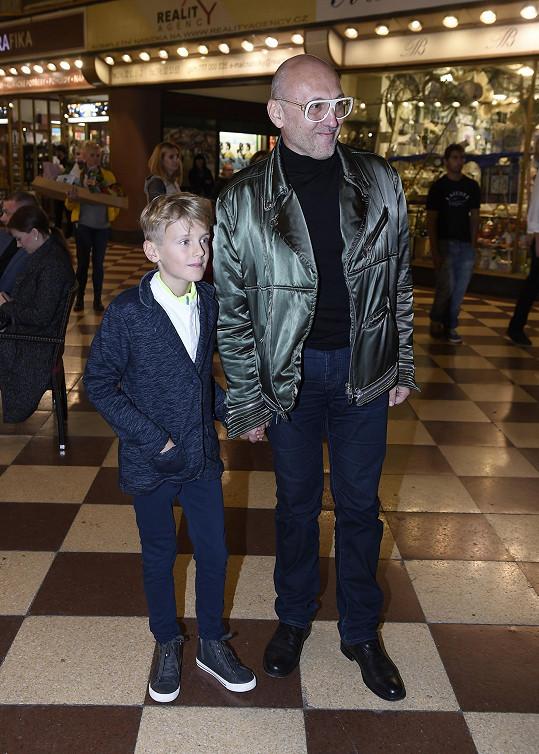 Lešek Wronka s chlapečkem Tobiášem