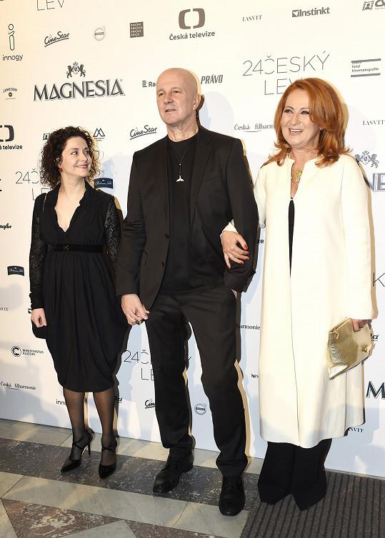 Simona Stašová s Ondřejem Soukupem a Lucií Šoralovou