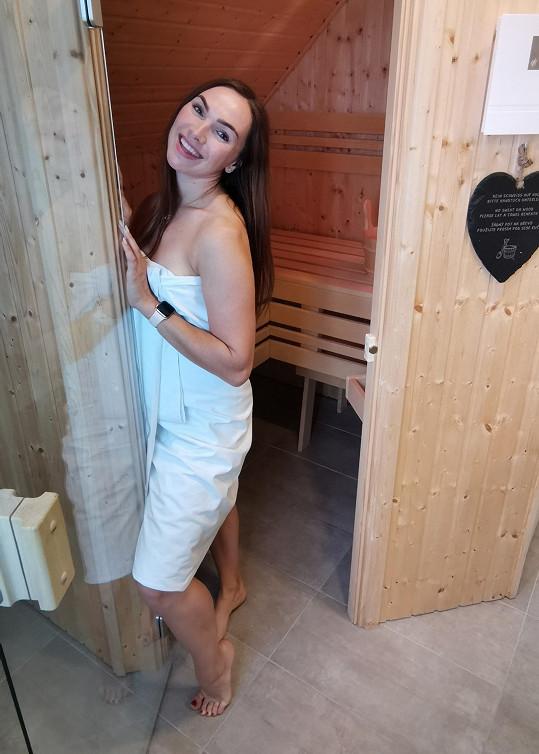 Zpěvačka si v resortu zašla i do sauny.