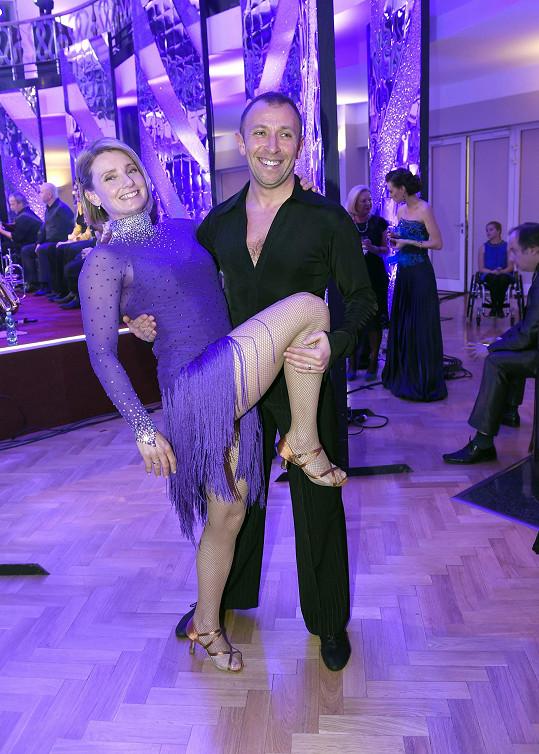 Hilgertová s Němečkem včera na benefiční tančírně