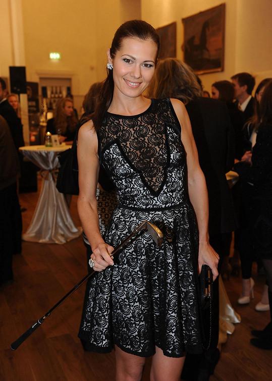 Jana si oblékla sexy šaty návrhářky Marie Zelené.