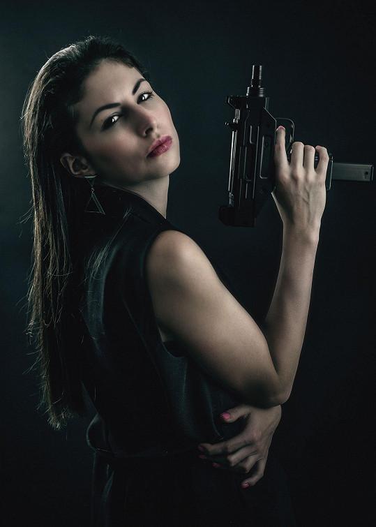 Jako doplněk zvolila zbraně.