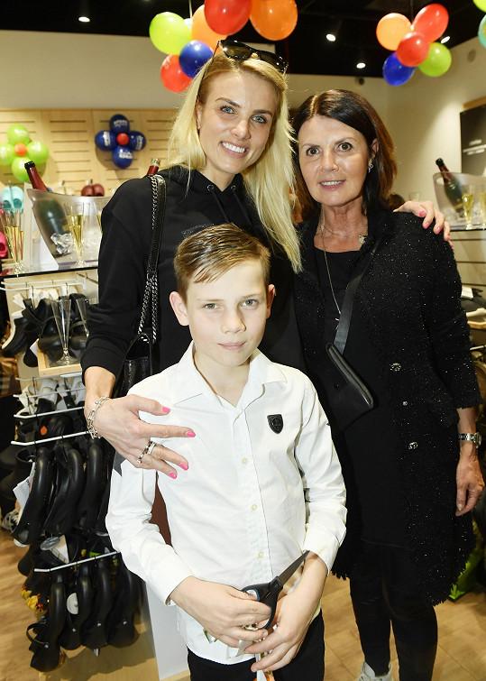 Klára s maminkou a synem Davídkem