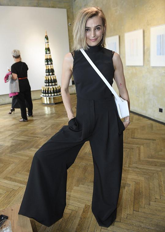 Ivana Jirešová na párty k uvedení nové kolekce šperků designérky Anny Marešové