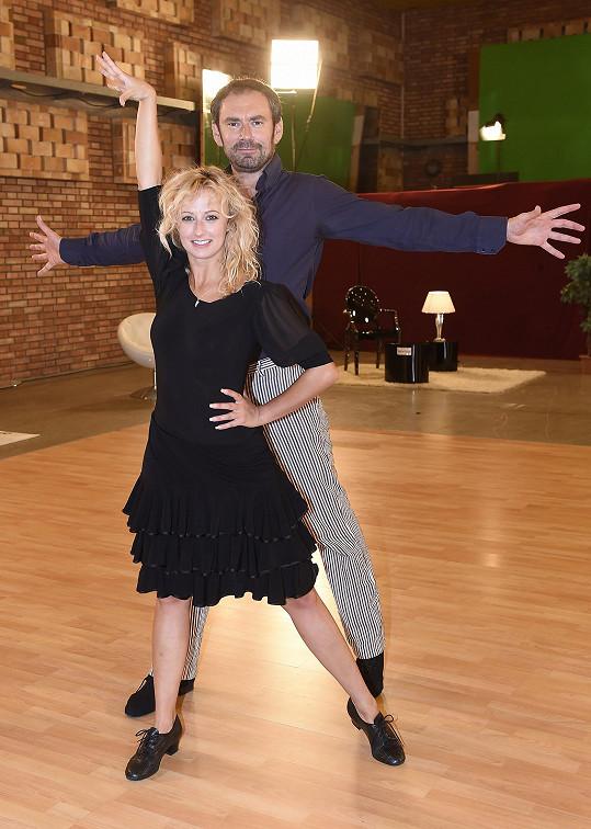 Lucie Hunčárová se nechala v žertu slyšet, že má konečně partnera, na kterého se dá koukat. Předtím tančila s Lukášem Pavláskem.