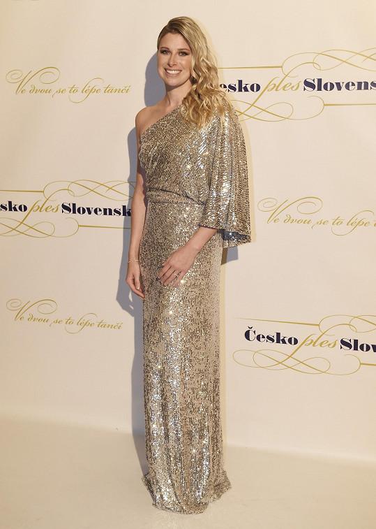 Či bývalá tenistka Andrea Sestiny Hlaváčková, která model sladila se šperky Halada.