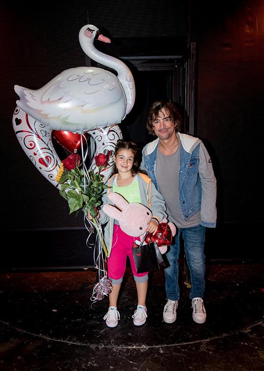 Premiéru si Satine užila a tatínek byl pyšný.
