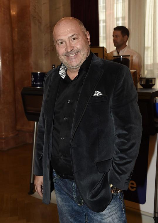 Na desku mu dva nové hity napsal Michal David.