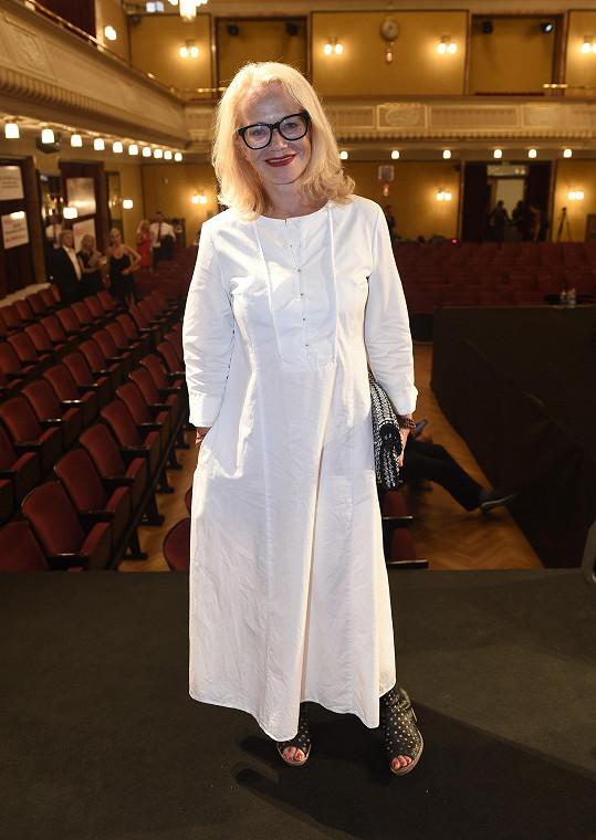 Bílou si v poslední době oblíbila i herečka Jitka Asterová.