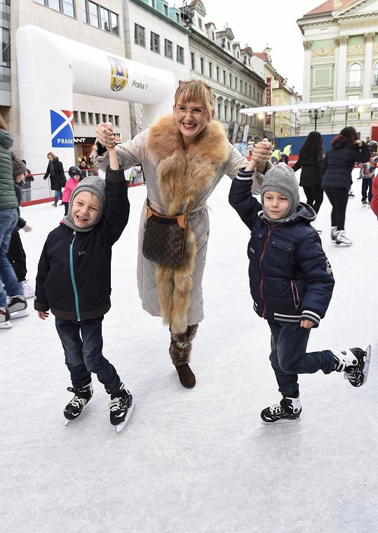 Štěpánka Duchková sotva stačila svým dvojčatům.