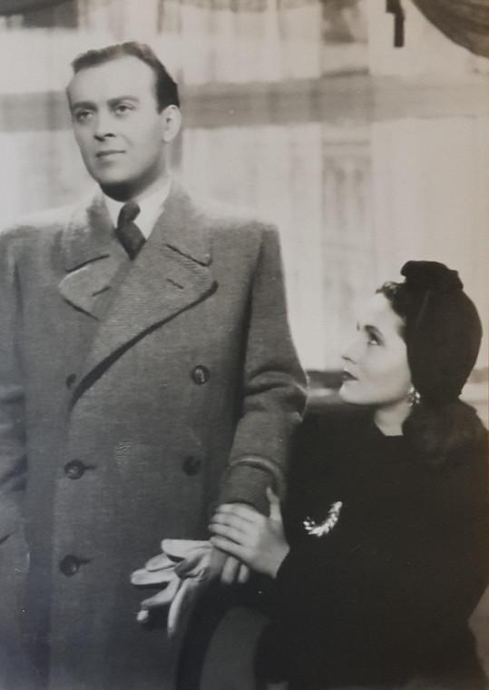 Marie Glázrová a Karel Höger ve filmu Okouzlená (1942).