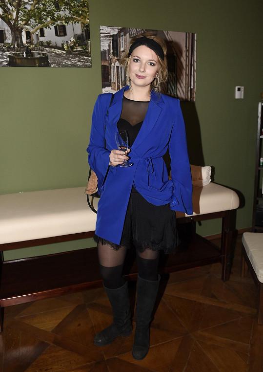 Malvína Pachlová oblékla sexy model, takže přitahovala mužské pohledy. Svému Juanovi je ale věrná.