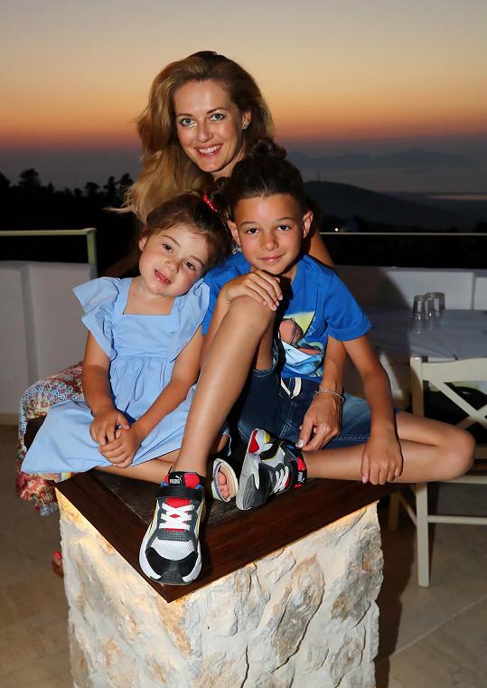 Porodila dvě děti, syna Iana a dceru Viviene.
